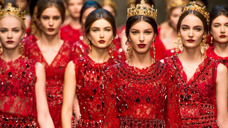 dolce_gabbana_milan_mfw_fall_winter_2013_trendy_jungle_rojo