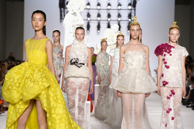 giambattista_valli_paris_fashion_week_invierno_2014_trendy_jungle_1