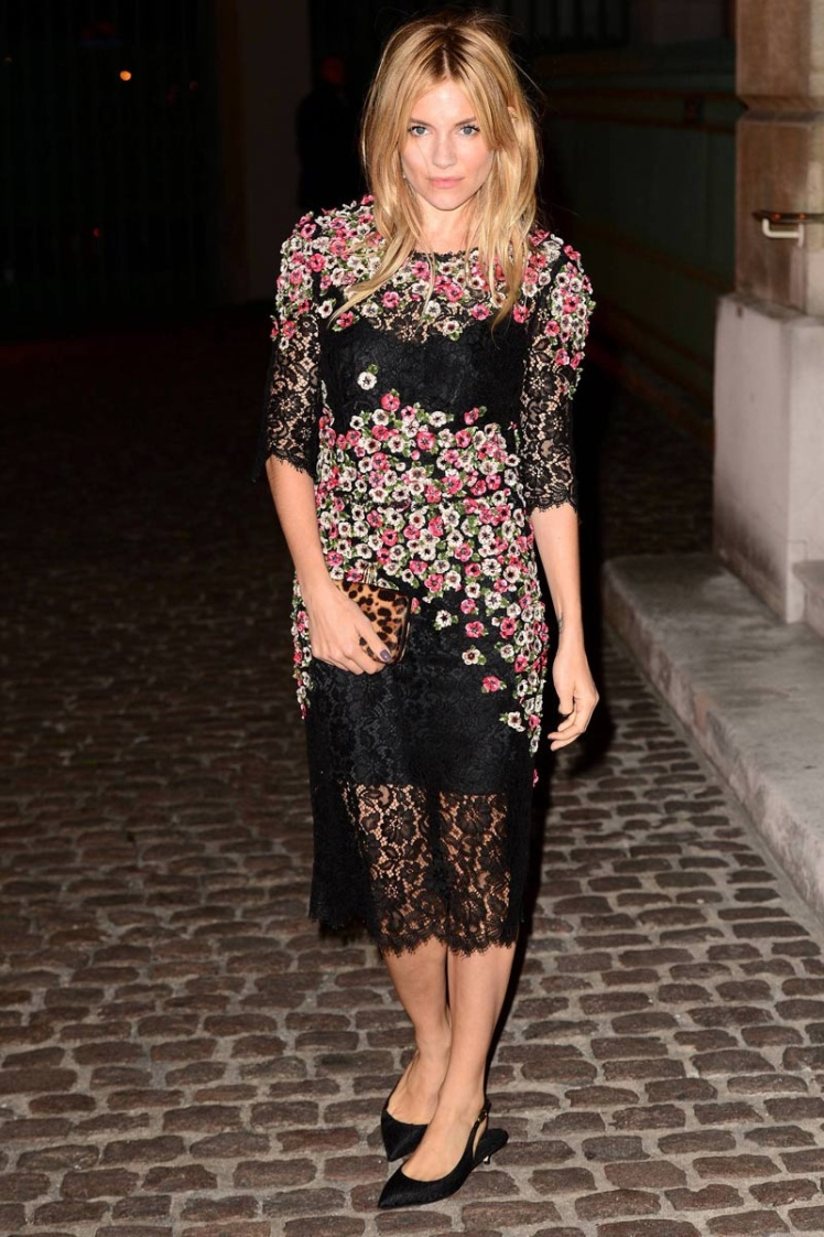 sienna_miller_fiesta_the_global_fund_london_fashion_week_trendy_jungle