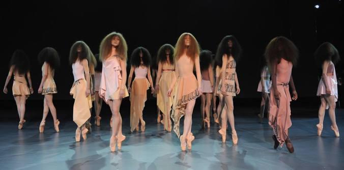 viktor_&_rolf_paris_fashion_week_primavera_verano_2014_trendy_jungle_1