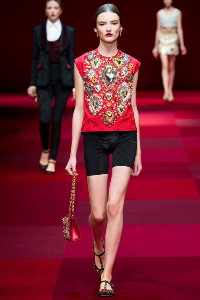 dolce_gabbana_milan_fashion_week_trendy_jungle_2015_13