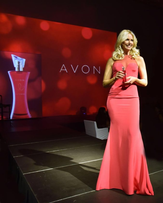Presentacion-Avon-Intense-Valeria-Mazza